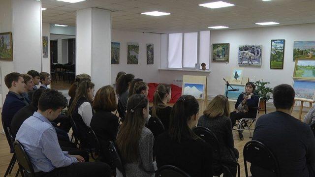 школьники на лекции Чевордаевой